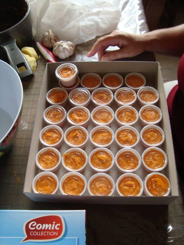26 août 2016 à Flémalle : pots de sauce malgache préparés par Annick