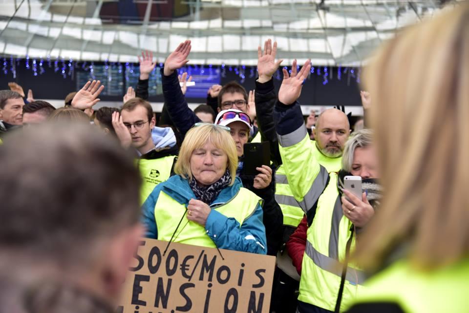 Vote de la charte des Gilets Jaunes 22 décembre 2018 Gare des Guillemins à Liège