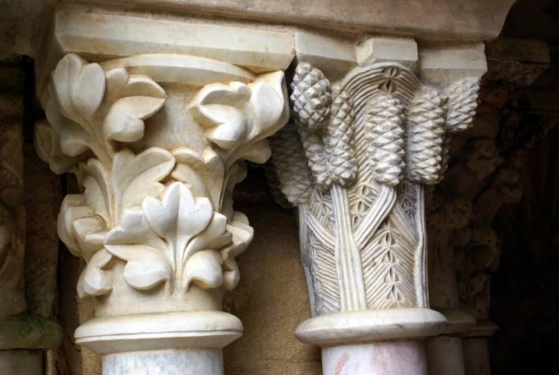 Fondfroide colonnes (chapiteaux)