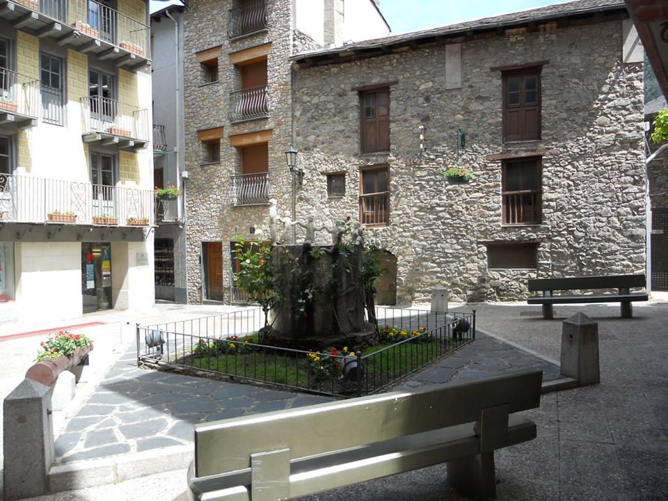 Petite place à Andorre la Vieille 21 mai 2015